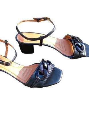 Sandália feminina salto médio bloco grosso saltinho corrente