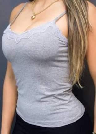 Blusinha basica com bojo detalhe em renda