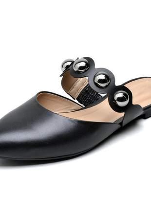 Sandália feminina mule bico fino preto bolas couro