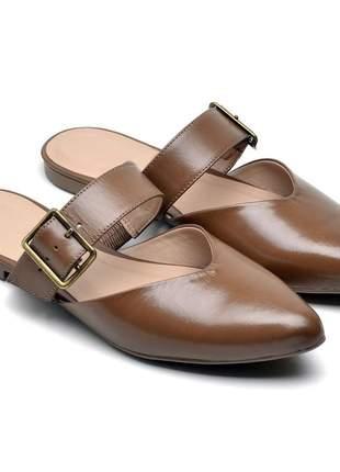 Sandália feminina mule bico fino marrom detalhe fivela couro
