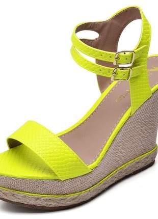 Sandália anabela tira salto plataforma amarelo neon corda