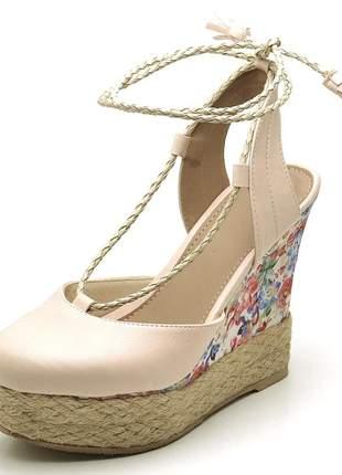 Sandália anabela rosa claro  salto plataforma floral  corda amarrar na perna