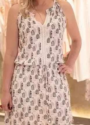 Vestido soltinho com estampa gaiola, ideal para os dias mais quentes.