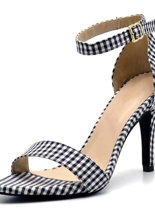 Sandália feminina social salto alto fino em tecido xadrez preto