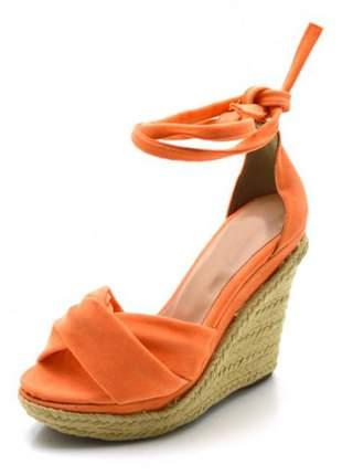Sandália anabela trançada em camurçado laranja