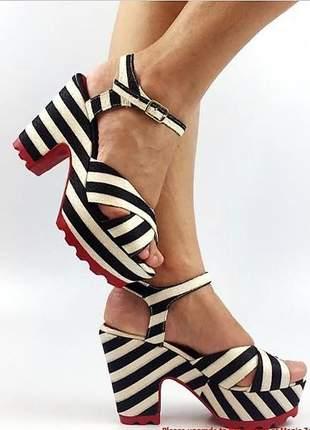 Sandália feminina listrada salto alto grosso sola vermelha