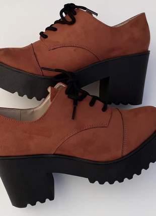 Sapato oxford salto alto grosso telha