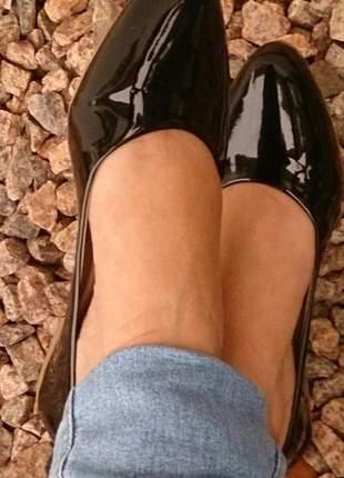 Sapatilha bico fino flat preta em verniz promoção