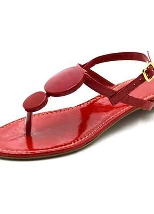 Sandália rasteira com enfeites em napa verniz vermelho
