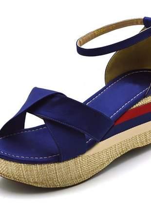 Sandália anabela trançada salto médio em cetim azul marinho