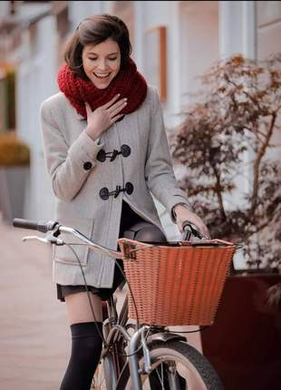 Casaco de lã com botões em couro