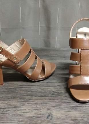 Sandália feminina gladiadora em sintético