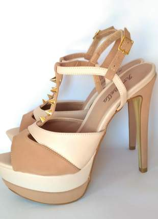 Sandália meia pata salto alto fino nude