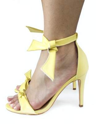 Sandalia feminina salto fino com amarraçao amarela dali shoes