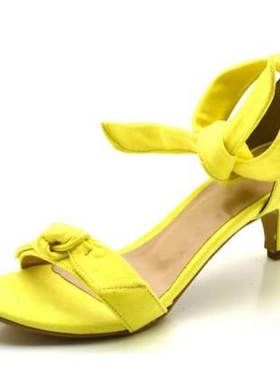 Sandália feminina salto baixo fino com laço nobucado amarelo