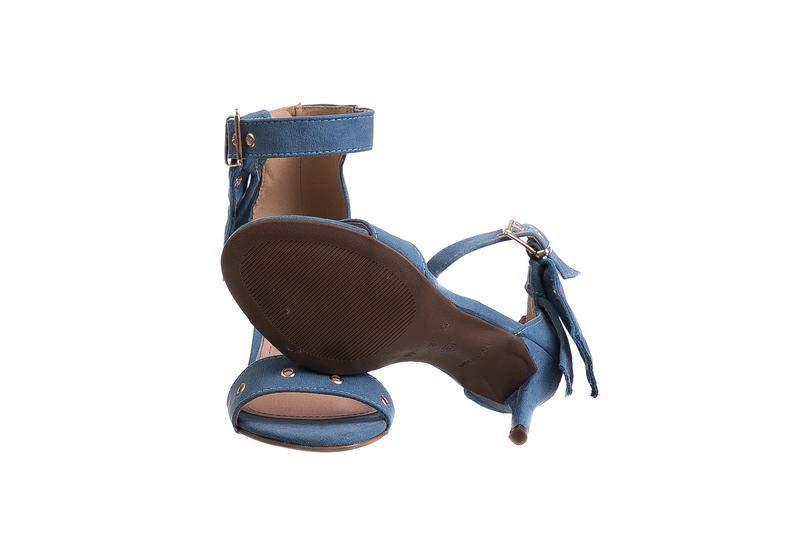 3532cbe81 Sandália salto fino tira azul denim pingente - 7573.16637 - R ...
