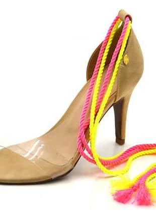 Sandália feminina social salto alto e nude com corda dupla neon