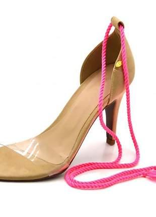 Sandália feminina social salto alto  nude com corda pink neon