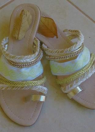 Sandália rasteira chinelo tiras strass