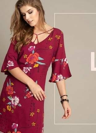 Vestido floral, com caimento leve e confortável sem perder o charme!
