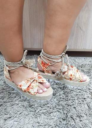 Sandália feminina anabela tratorada espadrille floral com amarração