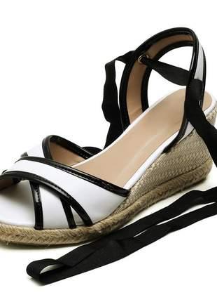 Sandália anabela tiras cruzadas salto baixo amarrar na perna branca