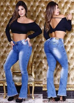 Calça jeans flare feminina levanta bumbum