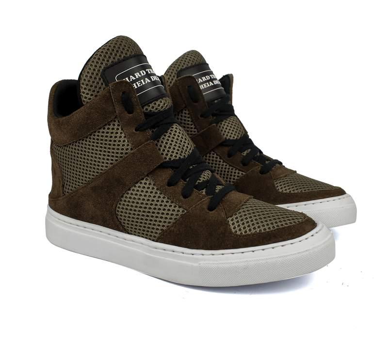 a2a962cfcf Tênis sneaker moda fitness marrom - R  199.90 (em camurça)  16083 ...