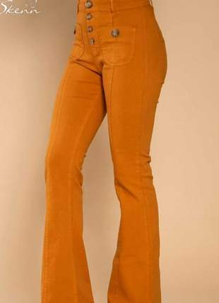 Calça flare mostarda, a cor tendência da estação, tamanho 44