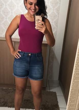 Short jeans, barra desfiada, tamanho 42