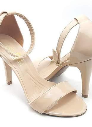 Sandália salto alto fino sobressalto nude