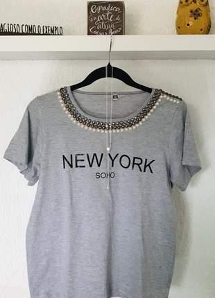 T-shirt 100% algodão bordada à mão