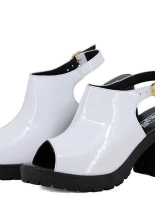 Sandália tratorada magi shoes salto grosso branco