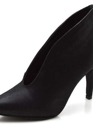 Sapato scarpin fechado salto alto fino em nobucado preto
