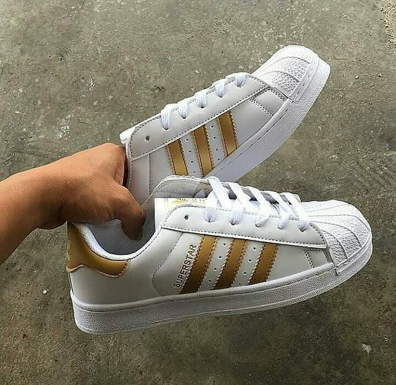 pretty nice 4db13 198b8 Tênis adidas superstar branco dourado1 ...