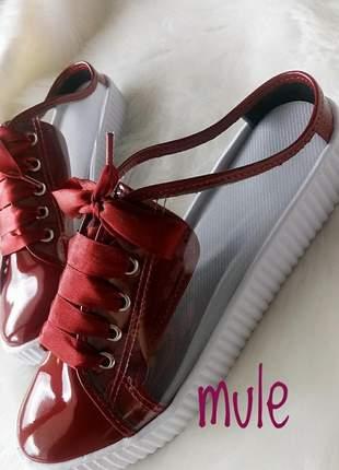 Tênis mule vermelho com vinil