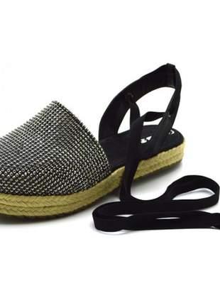 Sandália anabela rasteira fechada flat avarca em nobucado preto com stráss