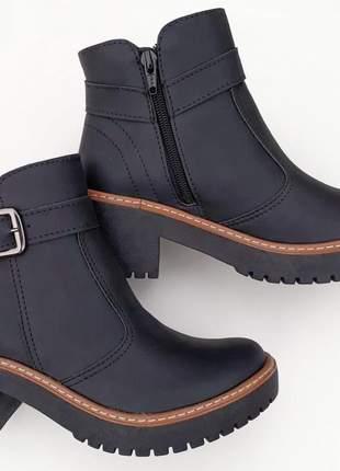 Bota feminina botinha preta salto médio grosso tratorada