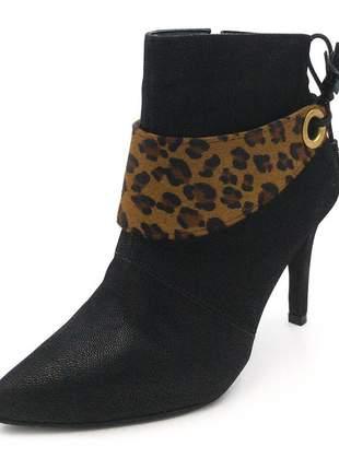 Bota bico fino feminina preto salto fino detalhe pelo de onça