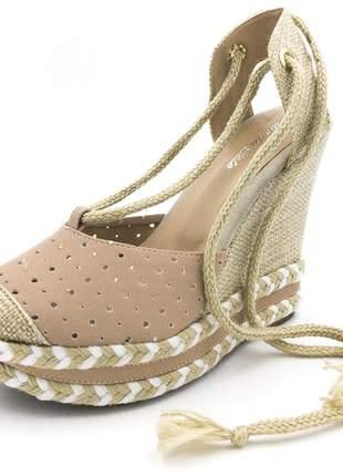 Sandália anabela nude perfurada salto amarrar na perna corda