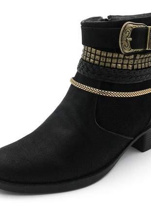 Bota feminina cano baixo com metais dourados e fivela em nobucado preto