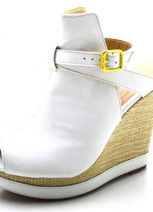 Sandália anabela boot salto alto com fivela em napa branca