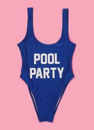 Maiô com frase pool party