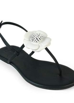 Sandália flat com preto napa flor em couro branco mercedita shoes