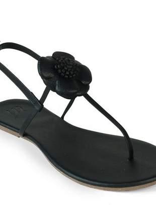 Sandália flat com preto napa flor em couro preto