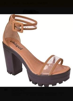 Sandália feminina salto alto
