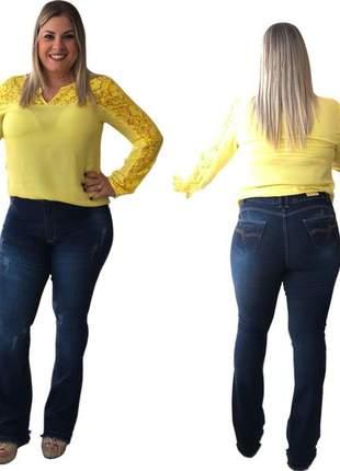 Calça jeans feminina flare plus size barra desfiada