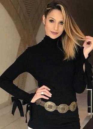 Blusa manga longa preta com detalhe amarração no pulso