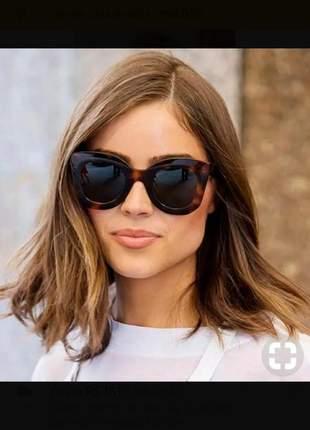 Óculos de sol escuro de grife
