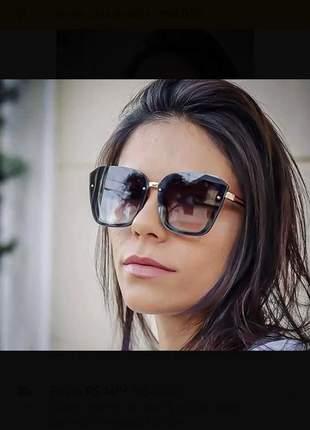Óculos solar feminino retangular
